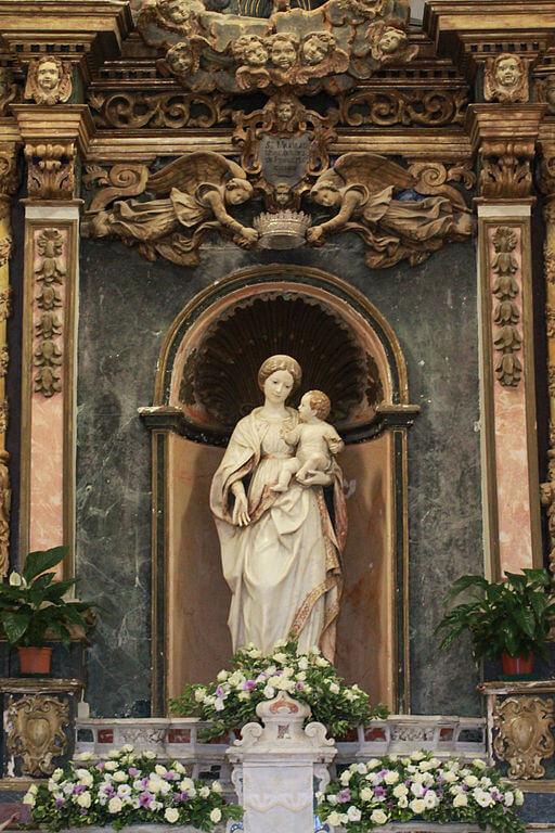 雪の聖母の御像(Castello di Santa Lucia del Mela)
